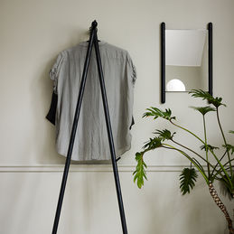 skagerak georg coat stand black 01 1000