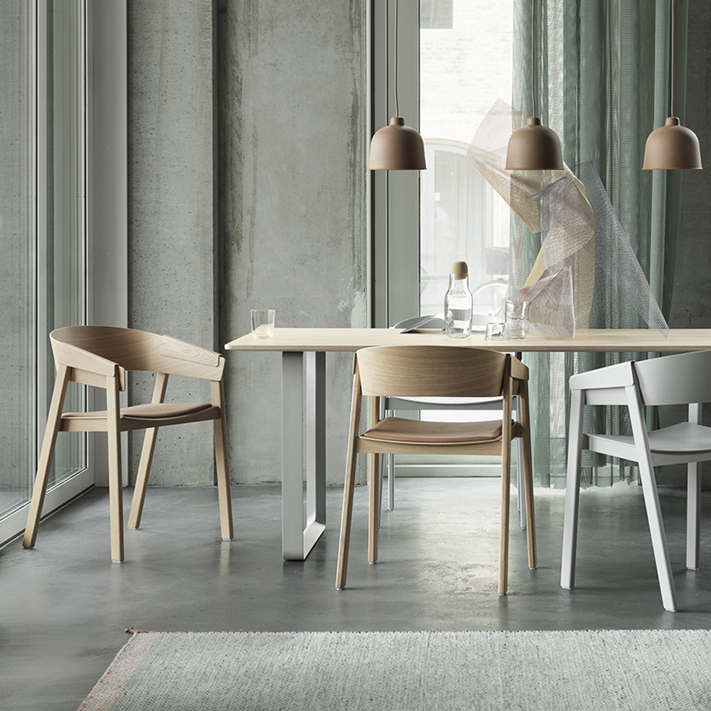 muuto 7070 table grey oak cover chair 1000