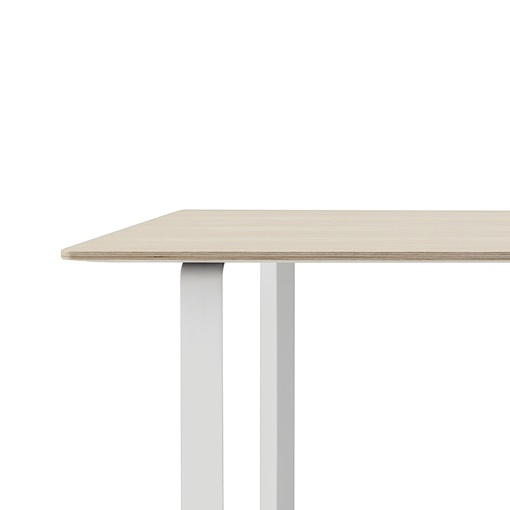 muuto 7070 oak white table detail 1000