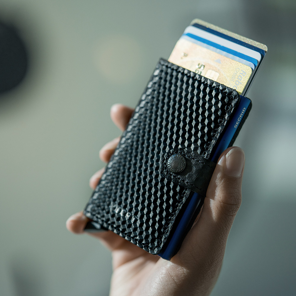 secrid miniwallet cubic black blue lifestyle 1000