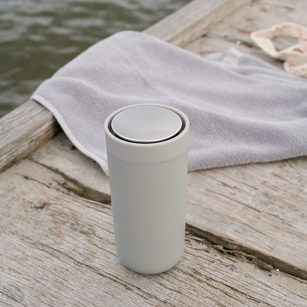 stelton to go click soft light grey lifestyle 1000