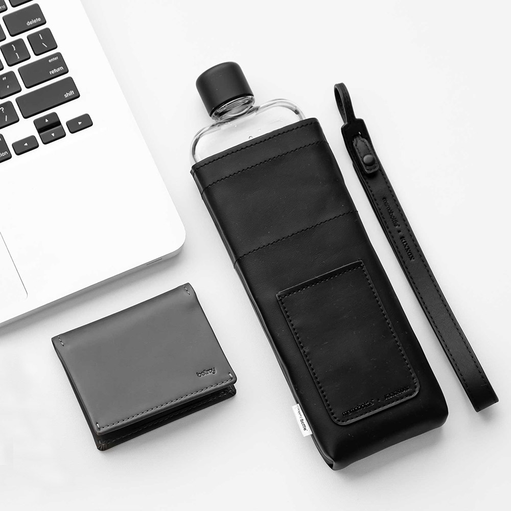 memobottle black slim leather lanyard lifestyle 2 1000