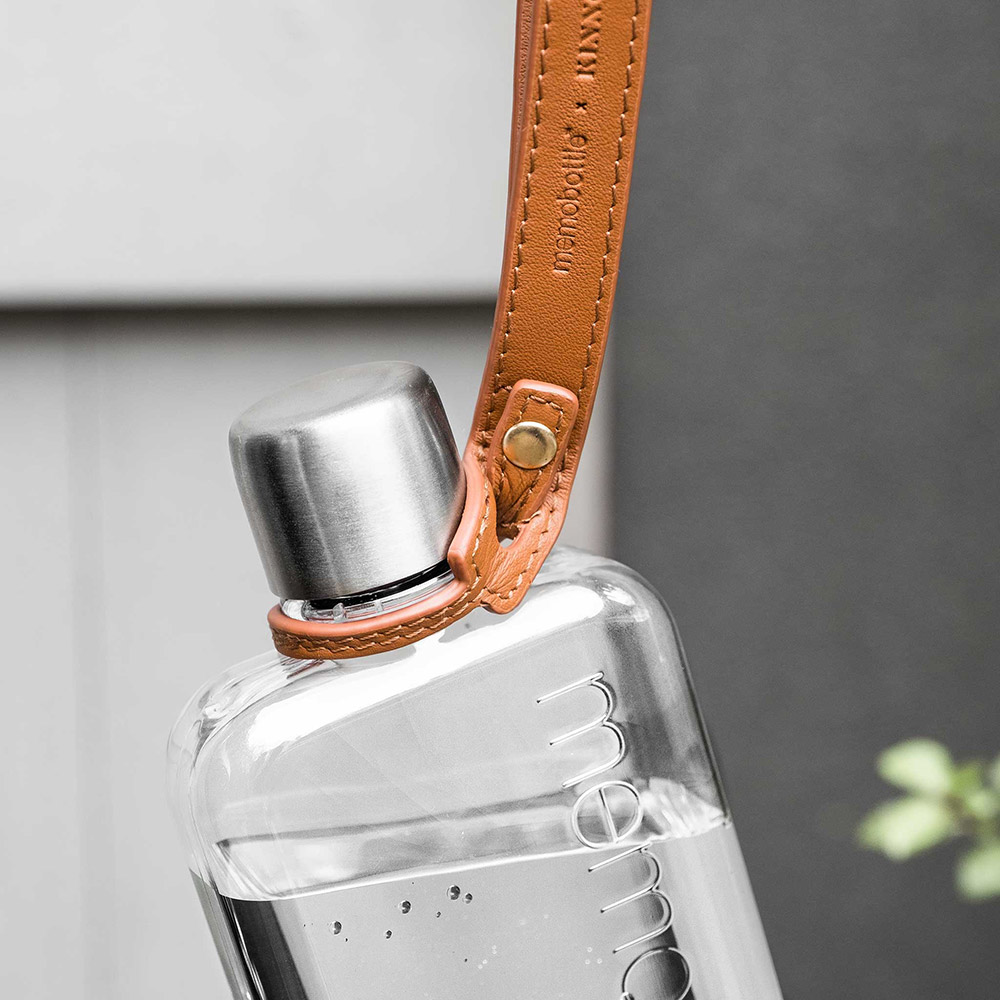 memobottle tan lanyard lifestyle 3 1000