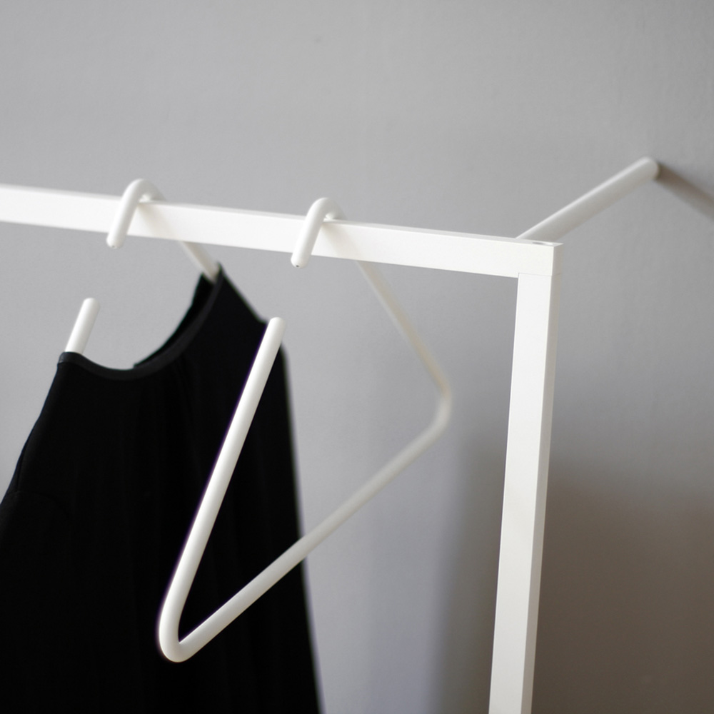 roomsafari triangle hanger white 1000
