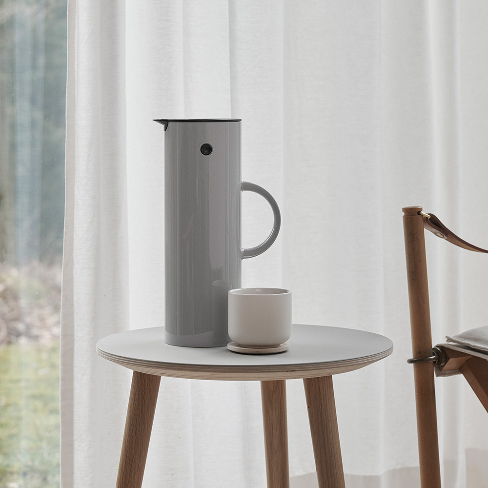 stelton em77 jug light grey lifestyle 1000