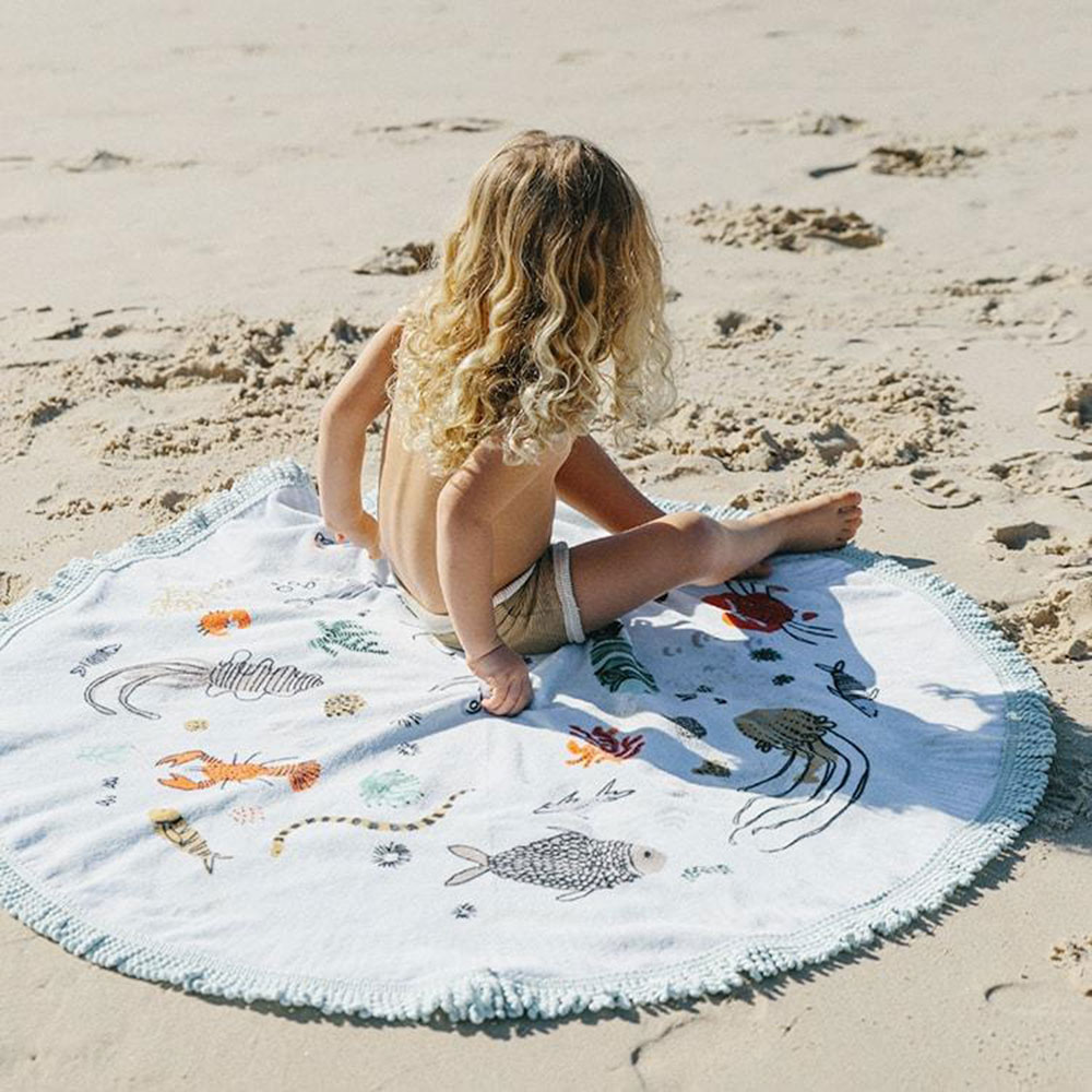 the beach people buccaneer petite round towel lifestyle 07 1000