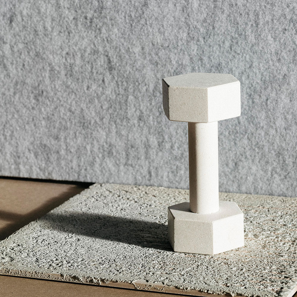 addition studio dumbbell limestone lifestyle 01 1000