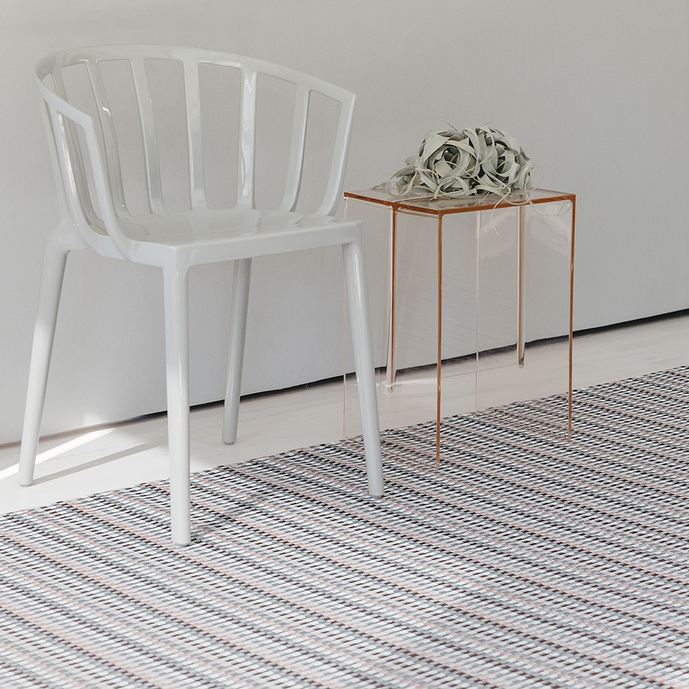 chilewich floor mat heddle dogwood lifestyle 02 1000
