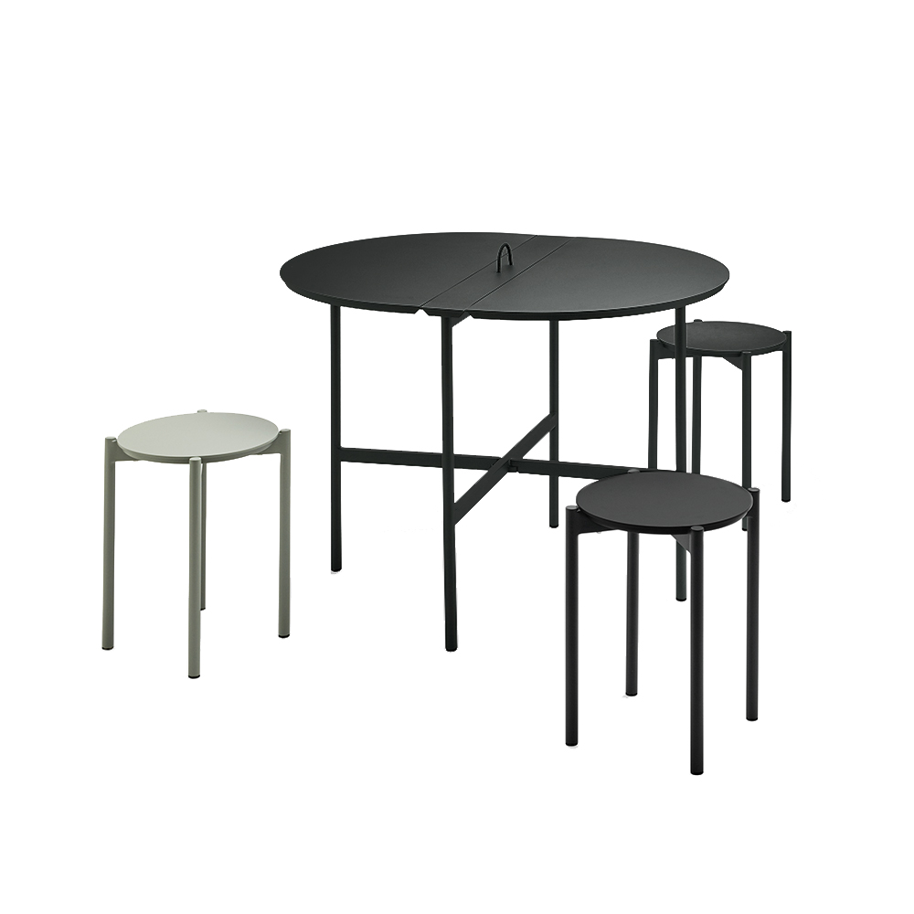 skagerak picnic table stool black grey lifestyle 01 1000