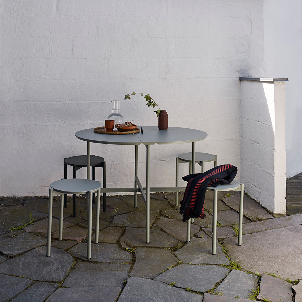 skagerak picnic table stool grey lifestyle 01 1000