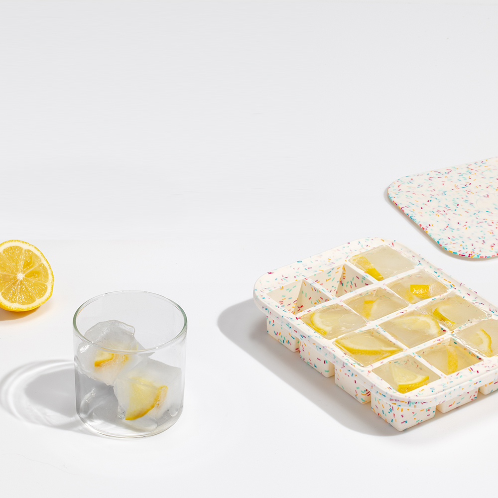 peak ice tray speckled white lifestyle 01 1000