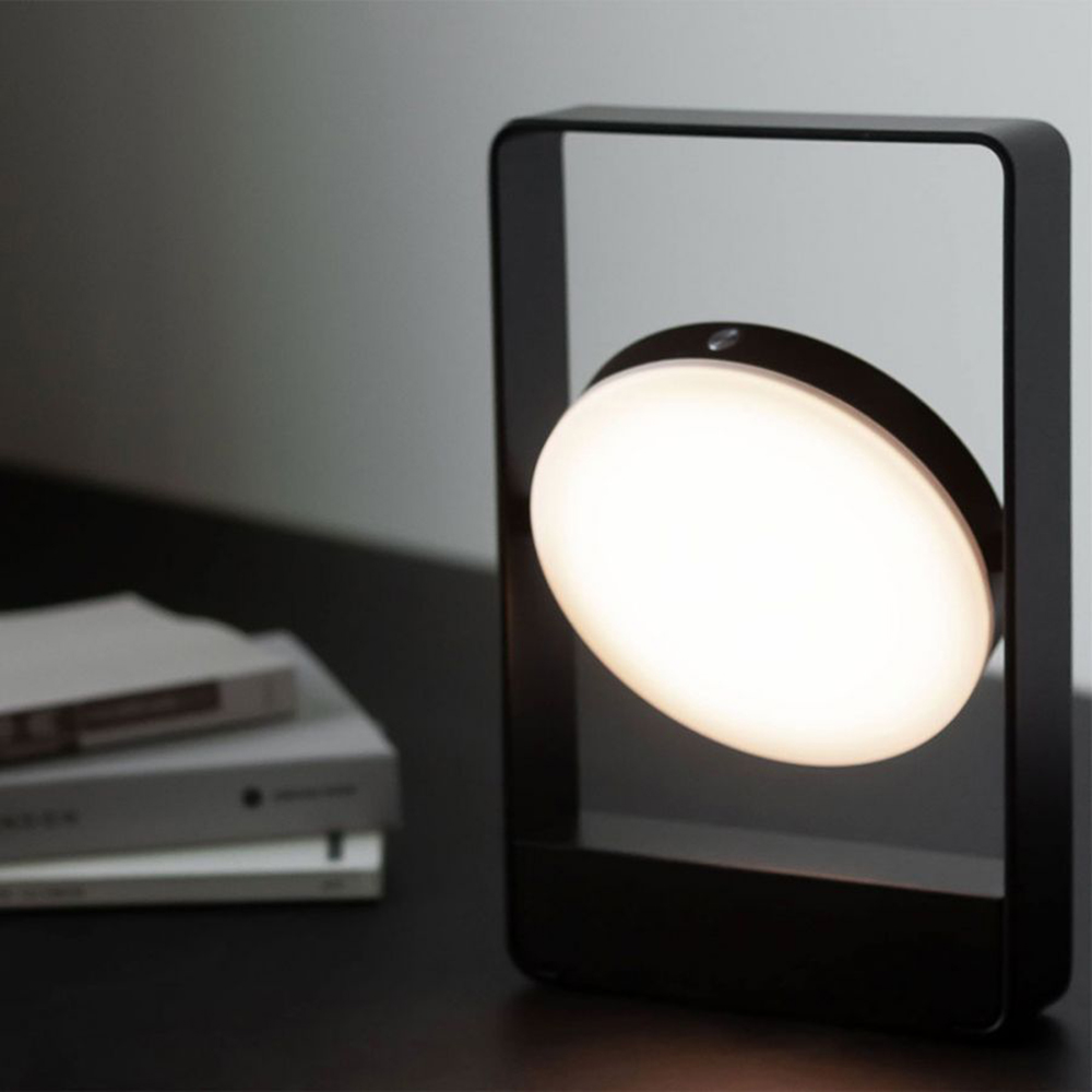 mouro portable lamp black lifestyle 01 1000