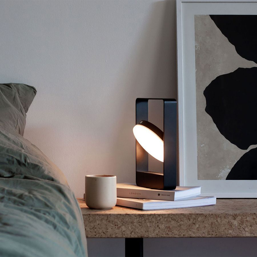 mouro portable lamp black lifestyle 04 1000