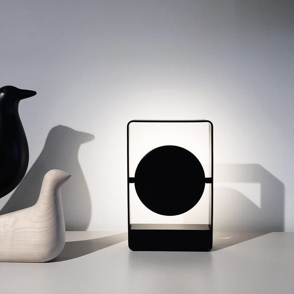 mouro portable lamp black lifestyle 05 1000