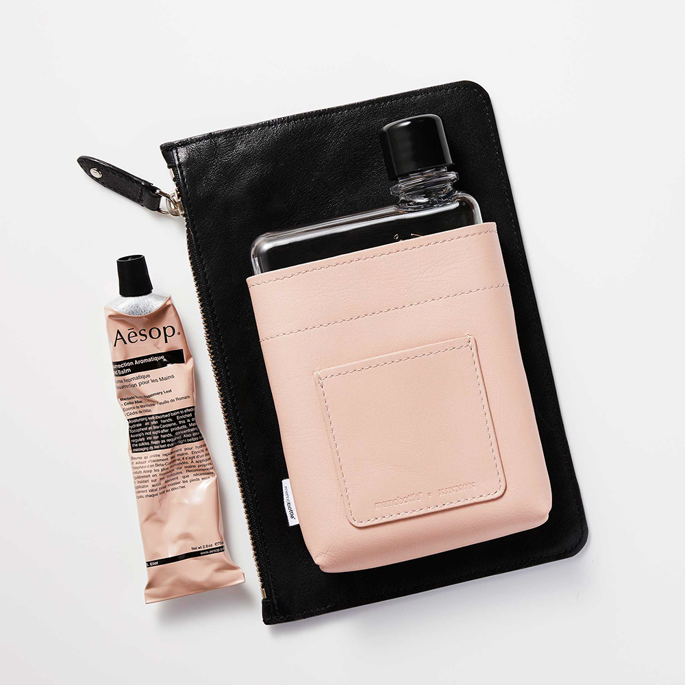 memobottle leather sleeve nude a6 lifestyle 03 1000