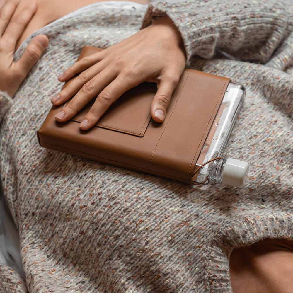memobottle leather sleeve tan a5 lifestyle 01 1000