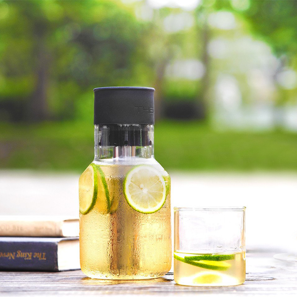 that inventions chill carafe 750ml lifestyle 04 1000