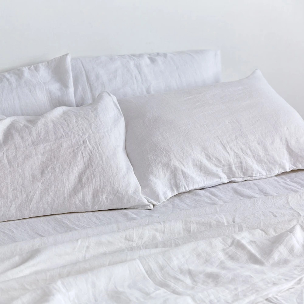 in bed linen white 01 1000