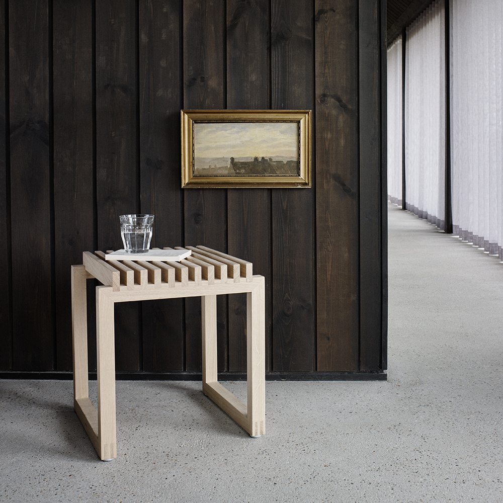 skagerak cutter stool oak lifestyle 02 1000