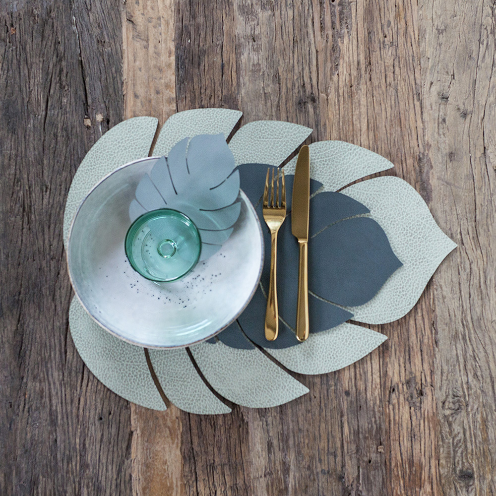 linddna table mat leaf small nupo dark green lifestyle 03 1000