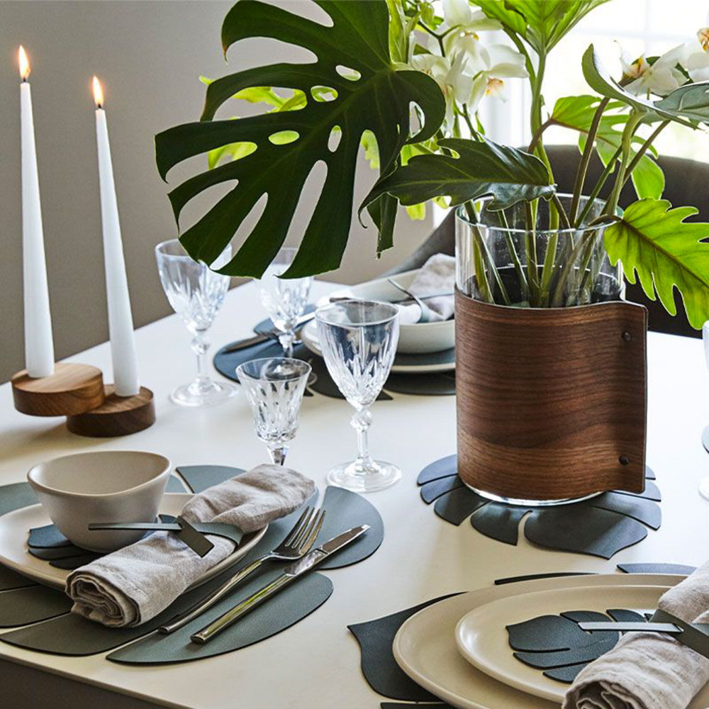 linddna table mat leaf small nupo dark green lifestyle 01 1000