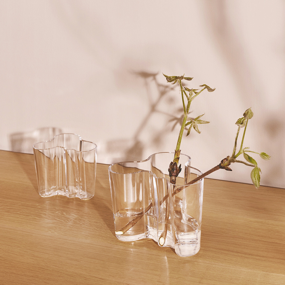 iittala savoy vase clear group lifestyle 1000