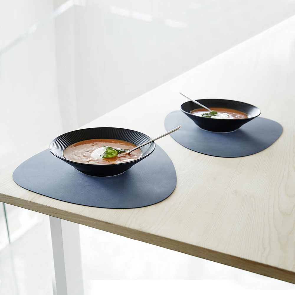lind dna tablemat curve nupo dark blue lifestyle 01 1000
