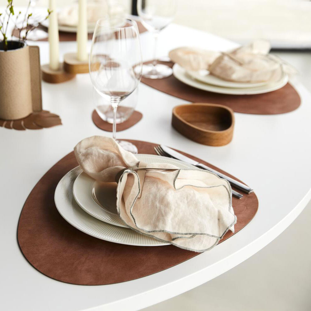 lind dna tablemat curve nupo blush lifestyle 04 1000