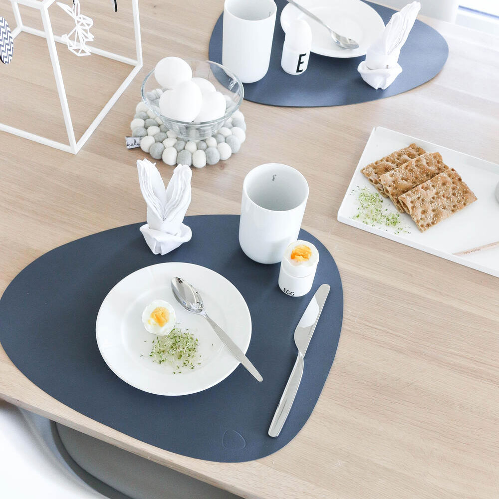 lind dna tablemat curve nupo dark blue lifestyle 04 1000