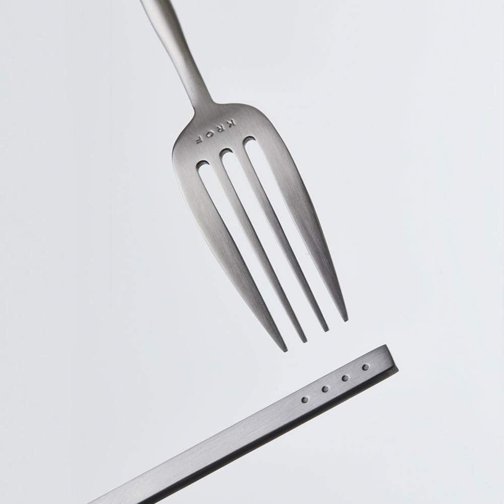 krof cutlery brushed silver lifestyle 02 1000