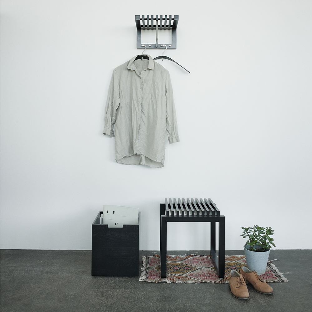 skagerak cutter box stool black lifestyle 01 1000