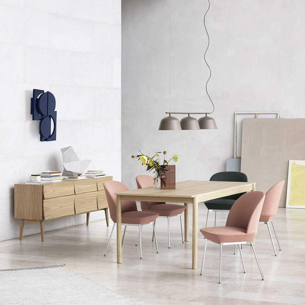 muuto linear wood table lifestyle 01 1000