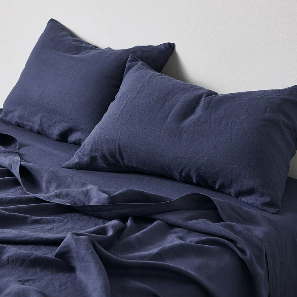 in bed linen midnight blue lifestyle 02 1000