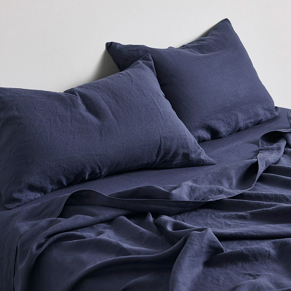 in bed linen midnight blue lifestyle 01 1000