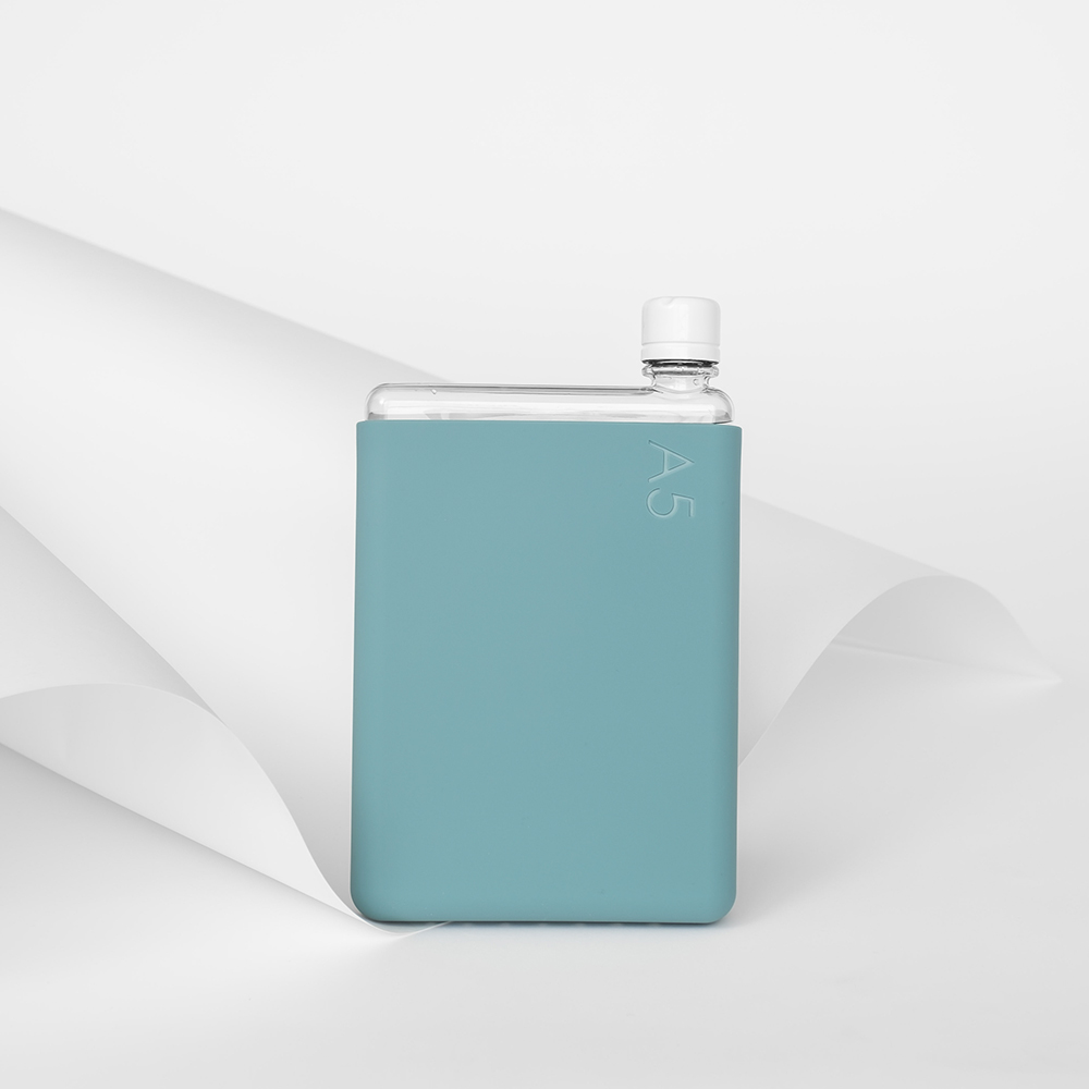 memobottle silicone sleeve a5 sea mist lifestyle 01 1000