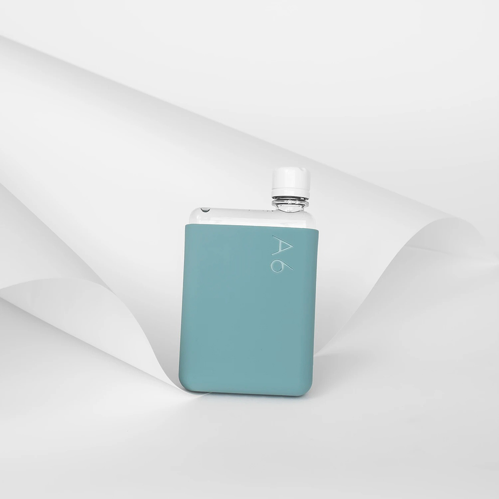 memobottle silicone sleeve a6 sea mist lifestyle 01 1000