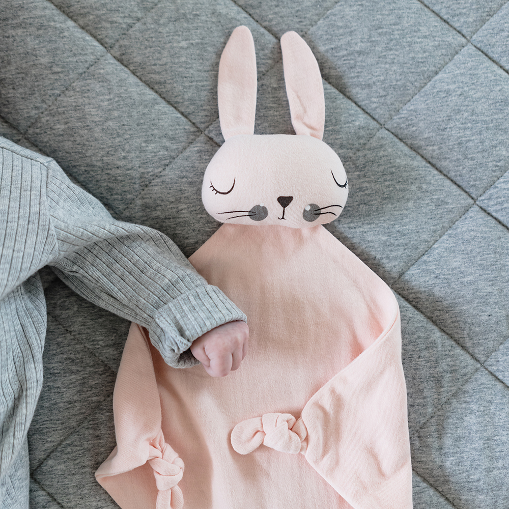 mister fly comforter knot bunny pink lifestyle 02 1000