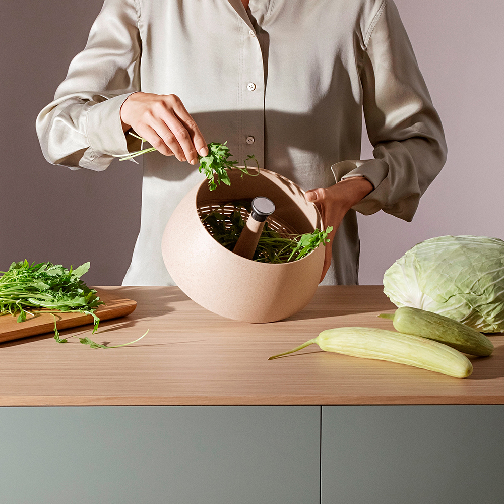 eva solo green tool spinning colander lifestyle 02 1000