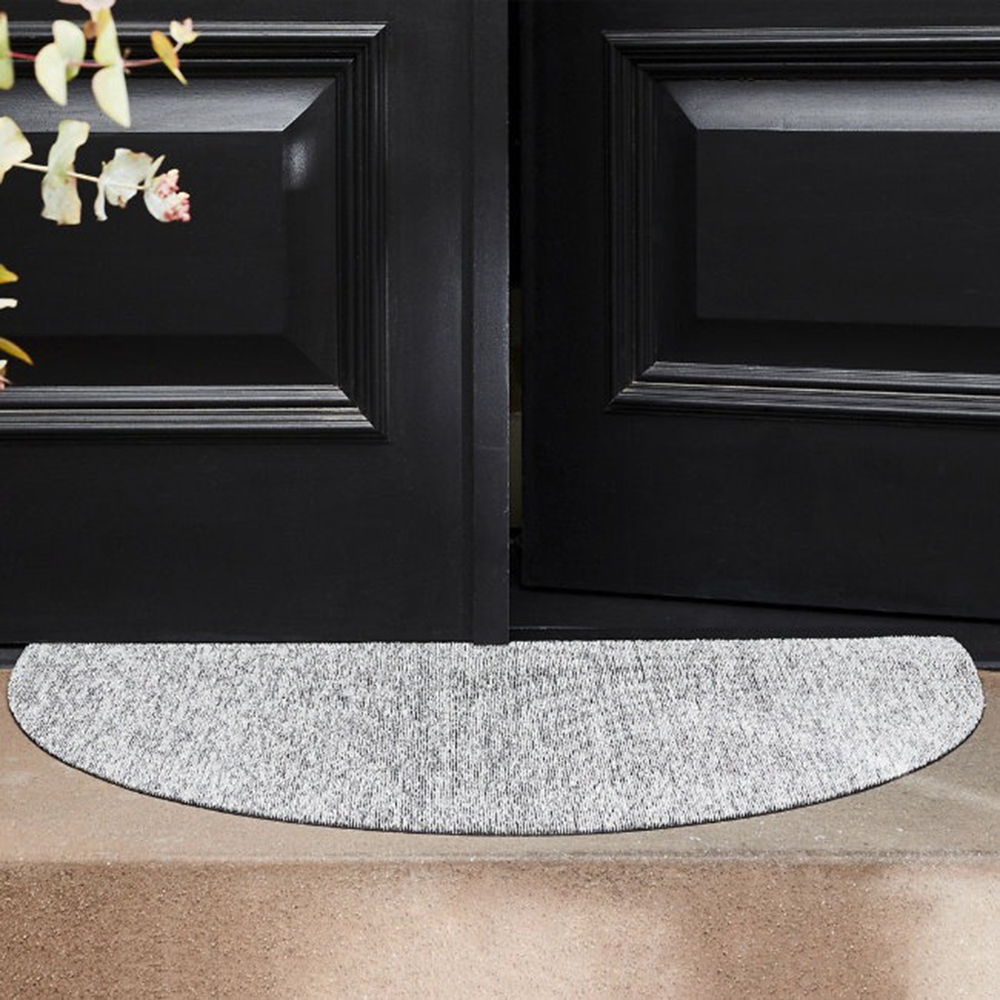 chilewich welcome mat fog lifestyle 03 1000