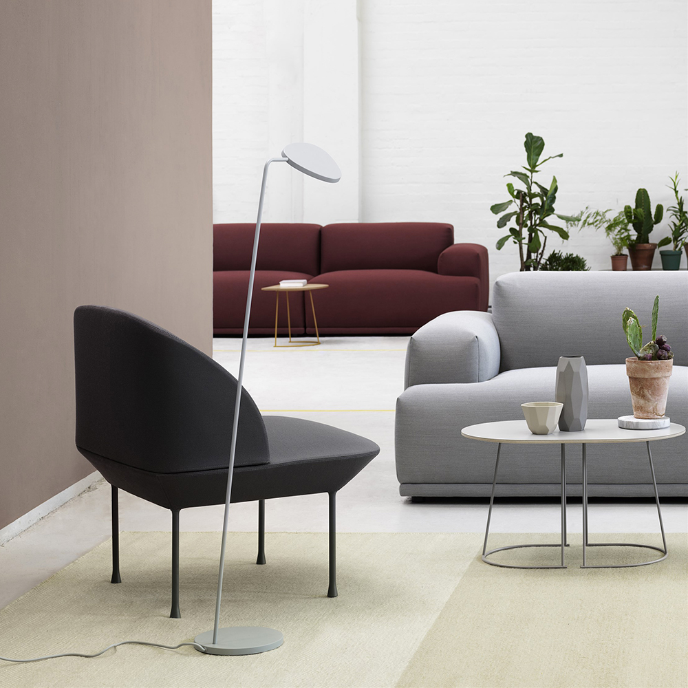 muuto airy table small grey lifestyle 01 1000