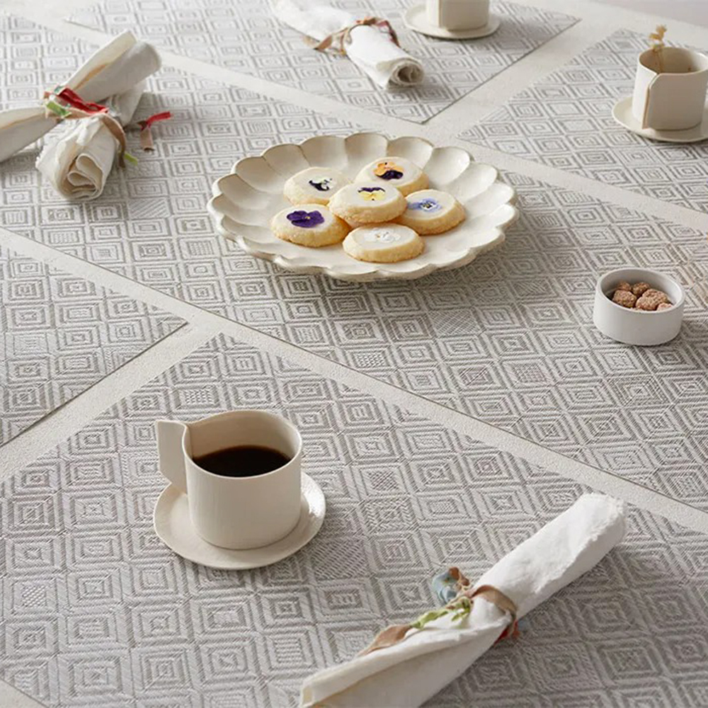 chilewich placemat mosaic grey lifestyle 01 1000