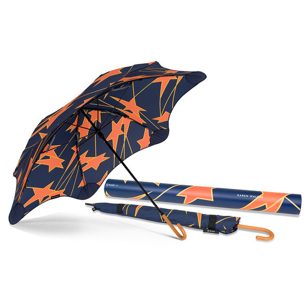 karin and umbrella Blunt was founded by new zealander greig brebner who recognised that umbrella design was fundamentally unchanged in nearly 100 years sitting down with kite materials and a glue gun at his kitchen table the first blunt umbrella came to life when it survived wind tunnel testing at force 12 (117km/h), the maximum.